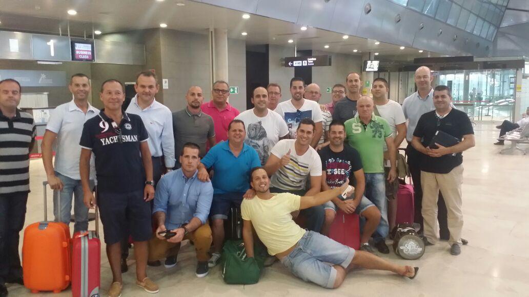 El equipo de Distribuciones Valsegura, de camino a Sevilla.